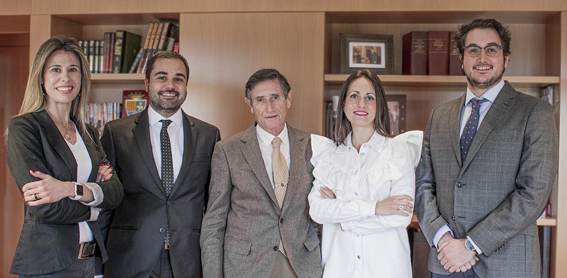 Trayectoria profesional - abogado y economista Teruel
